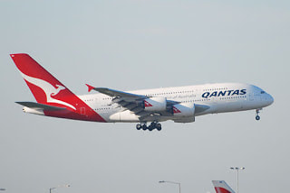 Qantas aeroplane in flight - By Andrei Dimofte from Stuttgart, Germany (Spotting-03-0017  Uploaded by berichard) [CC BY 2.0 (http://creativecommons.org/licenses/by/2.0)], via Wikimedia Commons